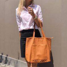 Carteras de cuero y carteras de moda para mujeres. Visita: PLUMSHOPONLINE.COM - Te imaginas a ti misma con esta cartera? Cartera Camel Gina  Mírala más en la tienda online:  http://ift.tt/2wOEMgI