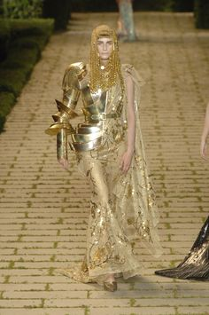102 photos of Christian Dior at Couture Fall 2006.
