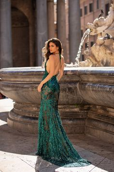 Raffaela - Emerald Emerald Formal/Prom Gown - Alamour The Label Raffaela - Emerald Delightful to help the website, in this particular time period I'll Hijab Fashion Summer, Long Mermaid Dress, Emerald Dresses, Hollywood Dress, Mode Glamour, Formal Gowns, Formal Prom, Sequin Gown, Poses