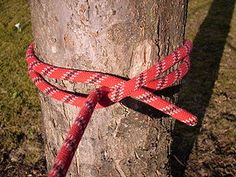 All about knots, knotting, cord, rope and paracord. From common knots to sailing knots and all knots in between. Project and Paracord resources. Camping Survival, Survival Skills, Camping Hacks, Survival Knots, Survival Tips, Paracord Knots, Rope Knots, Tying Knots, Clove Hitch Knot