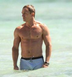 Because this man can never be pinned too many times. Daniel Craig Body, Daniel Craig Style, Daniel Craig James Bond, Daniel Craig Tomb Raider, Rachel Weisz, Craig Bond, Daniel Graig, Clint Walker, Best Bond