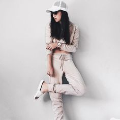 rainy day = not getting out of sweats. this set is love from @shopakira #shopakira  mesh hat by @agaci_store #agacigirl