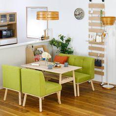 ラバーウッド(ゴムの木)の天然木を使用し、ソフトな印象の木目と滑らかな肌触りを作り出した「ナチュラルシグニチャー(Natural Signiture)」シリーズ。お部屋をナチュラルで明るい印象に変えてくれる家具たち。