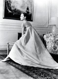 O estilo de Audrey Hepburn, na moda até hoje - http://revistaepoca.globo.com/ideias/noticia/2013/05/o-estilo-da-atriz-audrey-hepborn-na-moda-ate-hje.html (Foto: AP)