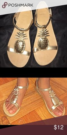 Golden pineapple 🍍 sandals! NWOT Adorable and comfy gold metallic pineapple Gymboree sandals. Stylish little feet will look amazing this season in these adorable yet fancy sandals. Size: 2. Buckle strap for secure wear. Gymboree Shoes Sandals & Flip Flops