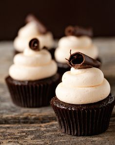 25 Booze-Filled Cupcakes That Take Dessert To A Whole New Level (Photos)