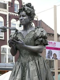 living statue, women with a tea cup