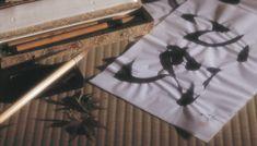 La técnica suminagashi fue utilizada para decorar la poesía tanka en el Japón antiguo.