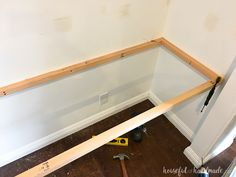 Create a beautiful budget friendly desk option for an office makeover. Learn how to build a desk in a closet for the perfect office space. Home Office Closet, Closet Desk, Guest Room Office, Build A Closet, Office Nook, Kid Closet, Closet Bedroom, Diy Office Desk, Closet Turned Office