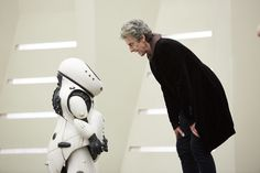 BBC One - Doctor Who, Series Smile, Smile - 'Welcome to your new world. Be happy. Doctor Who Tv, Watch Doctor, New Pictures, Funny Pictures, Nova, Twelfth Doctor, Peter Capaldi, Good Smile, Science Fiction