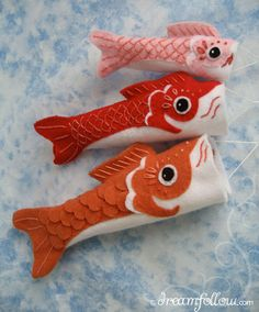 Koinobori are Japanese carp flags traditionally flown on May Children's day. These Koi flags are easy to sew and make fun colorful decorations for any day of the year! get the pattern to sew your own Koi, Felt Fish, Crochet Amigurumi, Thinking Day, Japanese Embroidery, Felt Hearts, Felt Toys, Felt Ornaments, Christmas Ornaments