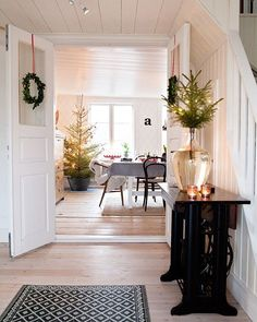 21 Ideas house decor rustic entryway for 2019 Noel Christmas, Modern Christmas, Scandinavian Christmas, All Things Christmas, Simple Christmas, Winter Christmas, Vintage Christmas, Xmas, Christmas Ideas