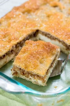 Baklava Cheesecake is a cheesecake base topped with nuts, a dash of cinnamon and a honey kissed pastry layer make this dessert so delectable! Baklava Cheesecake, Cheesecake Recipes, Great Desserts, Dessert Recipes, Greek Pastries, Cream Cheese Bars, Croatian Recipes, Piece Of Cakes, Dessert Bars