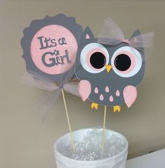 Pink and grey chevron it s a girl owl centerpieces for pink owl baby shower decorations Distintivos Baby Shower, Owl Shower, Baby Girl Shower Themes, Baby Shower Gifts, Baby Shower Cakes, Owl Centerpieces, Baby Shower Centerpieces, Grey Chevron, Pink Grey