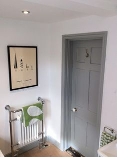 Grey internal doors and grey skirting board? Then white walls. Grey Interior Doors, Painted Interior Doors, Painted Doors, Home Interior, Interior Painting, Interior Stairs, Dark Doors, Grey Doors, White Rooms