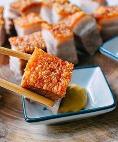 o Chinese Pork Belly Recipe, Roasted Pork Belly Recipe, Crispy Pork Belly Recipes, Crispy Pork Skin Recipe, Roast Pork Chinese Style, Sliced Pork Belly Recipe, Pork Recipes, Asian Recipes, Cooking Recipes