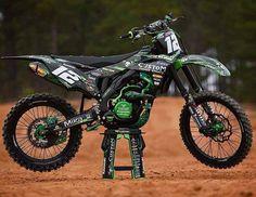 250 Dirt Bike, Cool Dirt Bikes, Mx Bikes, Kawasaki Dirt Bikes, Kawasaki Motorcycles, Racing Motorcycles, Motocross Love, Motocross Bikes, Motorcycle Dirt Bike
