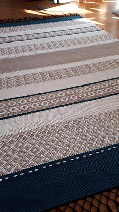 Carpet Runners Rubber Backed Paper Weaving, Weaving Textiles, Weaving Patterns, Loom Weaving, Hand Weaving, Carpet Decor, Diy Carpet, Beige Carpet, Patterned Carpet