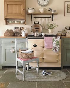 The funny thing about 'slow living' is that it doesn't actually seem to slow time down. I still end each day wondering where the time went,… Cocina Shabby Chic, Shabby Chic Kitchen, Vintage Kitchen, Kitchen Decor, Aga Kitchen, Küchen Design, House Design, Interior Design, Cottage Kitchens
