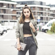 Bomber Jacket, Street Style, Crop Tops, How To Wear, Jackets, Fashion, Elegant, Down Jackets, Moda