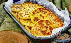 Bramborové placky s česnekem a majoránkou Meat Recipes, Cooking Recipes, Healthy Recipes, Czech Recipes, Ethnic Recipes, Hungarian Recipes, What To Cook, Baked Goods, Food And Drink