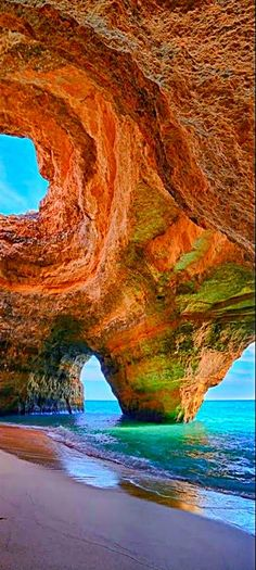 Укромные пещеры вблизи Лагоа, Алгарве, Португалия Secluded cave near Lagoa,…
