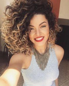 Cabelo cacheado com Ombré hair Curly Hair Styles, Ombre Curly Hair, Short Curly Hair, Natural Hair Styles, Medium Curly, Medium Hair, Ombré Hair, Big Hair, Hair Dos