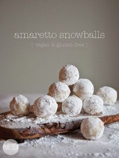 Amaretto Snowballs : gluten-free, vegan, quick no-bake dessert. 2 cups blanched almonds 1 cup gluten free icing sugar + extra for coating 2 tsp almond extract tbsp amaretto liqueur Gluten Free Sweets, Gluten Free Cookies, Vegan Sweets, Gluten Free Baking, Vegan Desserts, Gluten Free Recipes, Delicious Desserts, Yummy Food, Cookies Vegan
