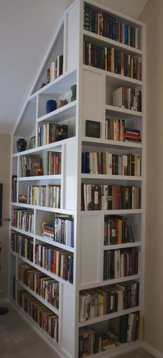 Casual Bookshelf Design Ideas To Decorate Your Room 04 – Home Design Creative Bookshelves, Corner Bookshelves, Bookshelf Design, Bookcases, Bookshelf Inspiration, Book Racks, Home Libraries, Decorate Your Room, My New Room