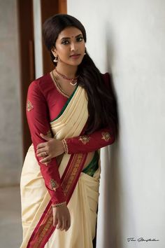 We share 51 beautiful Indian women in saree looking gorgeous and hot. These are the beautiful actress and indian models who looking so stunning in Saree. Vithya Hair And Makeup, Full Sleeves Design, Saree Photoshoot, Indian Models, Beautiful Saree, Beautiful Women, Most Beautiful Indian Actress, Indian Beauty Saree, India Beauty