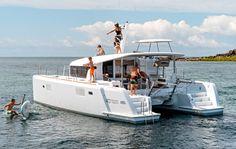 Location catamaran Lagoon 400 moteur avec skipper au départ des Alpes maritimes.  Ce catamaran moteur de type trawler, dernier né des chantiers Lagoon est unique sur la Côte d'Azur.  Il possède tous les avantages d'un catamaran voile, sans les contraintes, et tout le confort d'un yacht à moteur, sans le bruit et le coût du carburant.En effet, la forme de sa coque et la puissance de ses moteurs permettent une très faible consommation de carburant.