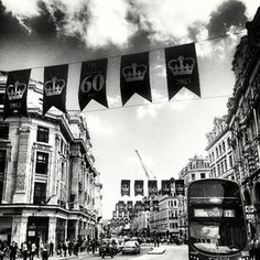 #regentstreet #london #number12bus... #Purple #flags are out to celebrate the 60th anniversary of the Queen's coronation...#shesold #derp by @raxabee1