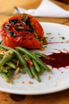 Emma Pea | vegan food and bar, open from tue-thu 16:00 - 3:00, fri-sat 16:00 - 6:00 & sun 12:00 - 2:00, Revaler Straße 99, Friedrichshain, S/U Warschauer Strasse #vegan #Berlin