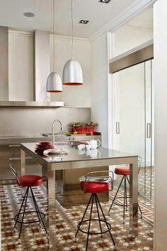 http://casinhacolorida-simone.blogspot.it/2014/06/os-pisos-sao-as-estrelas-dessas-cozinhas.html