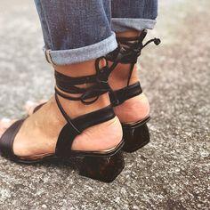 La vida es eso que pasa mientras te decides a dar el siguiente paso... Heels, Instagram, Fashion, Step By Step, Life, Heel, Moda, Fashion Styles, Shoes High Heels
