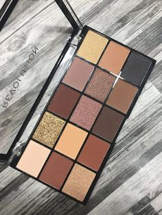 Lagure Eyeshadow Palette - Free Eyeshadow Brush - Highly Pigmented Eye Palette for Natural and Smokey Eye Makeup - Cute Makeup Guide Beauty Care, Diy Beauty, Beauty Makeup, Beauty Hacks, Beauty Skin, Beauty Guide, Beauty Ideas, Homemade Beauty, Beauty Secrets