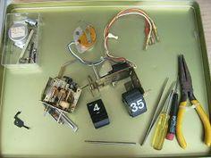 花蓮 信天翁古董鐘修理與古董鐘精品出售中心: 修理案例 -- 31 ( 天母‧1980 年代 YAMAHA 音響上之活頁時鐘與鬧鐘 ) Flip Clock, Power Strip