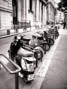 A lot of Vespe in Paris.  Vespa Granturismo 125L, PL215X, Lx50, S50 #Vespa #Paris #Parigi