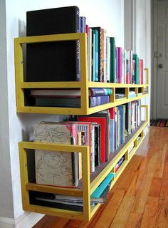 Unique and Repurposed Wall Storage Ideas Tips Ideas, including these upside down benches as shelves! Small Space Solutions, Storage Solutions, Storage Ideas, Diy Storage, Shelf Ideas, Modern Bookcase, Bookshelf Diy, Homemade Bookshelves, Bookshelf Design