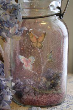 Butterflies, pink gliter, and flowers in a mason jar - Yeah, that's amazing Mason Jar Crafts, Bottle Crafts, Mason Jars, Fun Crafts, Diy And Crafts, Arts And Crafts, Fairy Tale Crafts, Fairytale Party, Fairy Jars