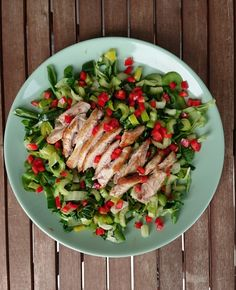 Healthy chicken salad with green vegetables Happy Healthy, Healthy Food, Healthy Recipes, Healthy Chicken, Chicken Salad, Cobb Salad, Vegetables, Green, Healthy Foods