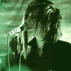 i <3 his screams and i love his voice ...it's amazing!