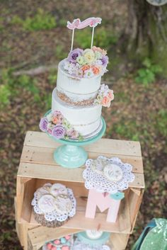 Rustic Chic Floral Mother's Day Party via Kara's P White Iced Cake, Mother's Day Theme, Tea Party Decorations, Mothers Day Brunch, Vintage Party, Rustic Chic, Perfect Party, Birthday Parties, Parties Kids