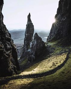 The Quiraing in Skye is such a magical place. Where is your favourite place to visit in Scotland? Stunning photo by the awesome…
