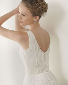 Love this beading and fabric! Just add a flutter sleeve and THAT'S my wedding dress. :)