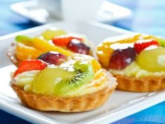 Tartaletas de Frutas-Atıştırmalık tarifler - Las recetas más prácticas y fáciles Tart Recipes, Sweet Recipes, Dessert Recipes, Cooking Recipes, Fruit Dessert, Mini Desserts, Sweet Desserts, Fruit Tartlets, Sweet Pie