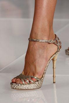 Blessa Ralph Lauren: sexy yet elegant Pretty Shoes, Beautiful Shoes, Stilettos, Pumps, Hot Shoes, Shoes Heels, Gucci Shoes, Me Too Shoes, Fashion Shoes