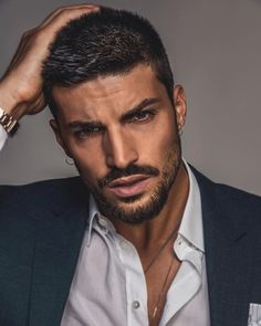 Mariano Di Vaio's brushed hairstyle is copied by most men. And now Mariano Di Vaio new hairstyle on our page! Faded Beard Styles, Beard Styles For Men, Hair And Beard Styles, Curly Hair Styles, Short Beard Styles, Cool Hairstyles For Men, Haircuts For Men, Groom Hair Styles, Bart Styles