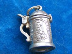 VINTAGE-STERLING-SILVER-CHARM-ETCHED-TANKARD-STEIN-OPENS