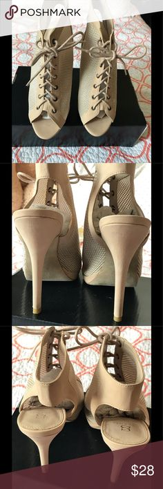 "Shoe dazzle cute bootie style beige color. Cute bootie style,high heel 4"",beautiful color to match with any casual style. Never never wore. Great for a day time party 👌🏻👗just to high for me. New with the box. ( the box doesn't look like new) but if u need more pic of the shoes I can post more. Shoe Dazzle Shoes Ankle Boots & Booties"